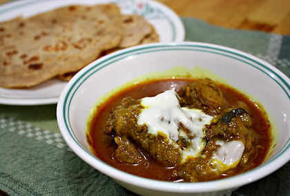 chicken curry, yoghurt and nan bread